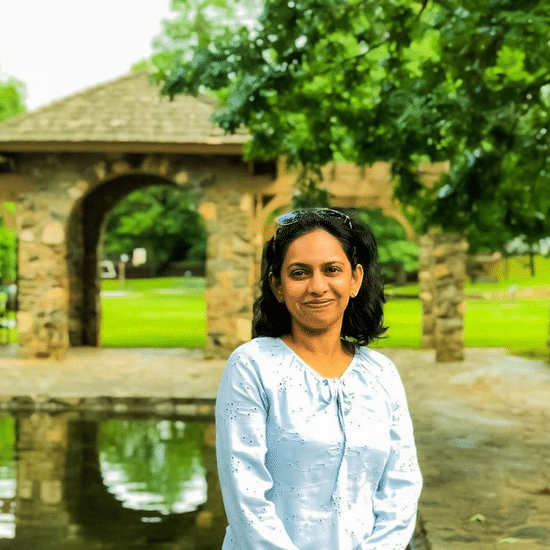 Picture of writer and interview partner Sourabhi Kaushik in a park