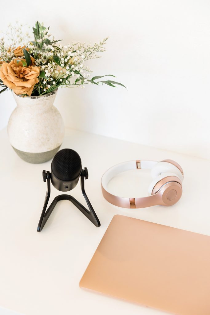 how to be productive and have fun with cool equipment like microphone earphones and tablets